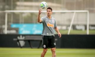 Corinthians decide encerrar vínculo de zagueiro após ofensa racial
