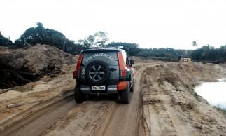 Fiscalização embargou extração de minério na Lagoa do Banana, em Caucaia