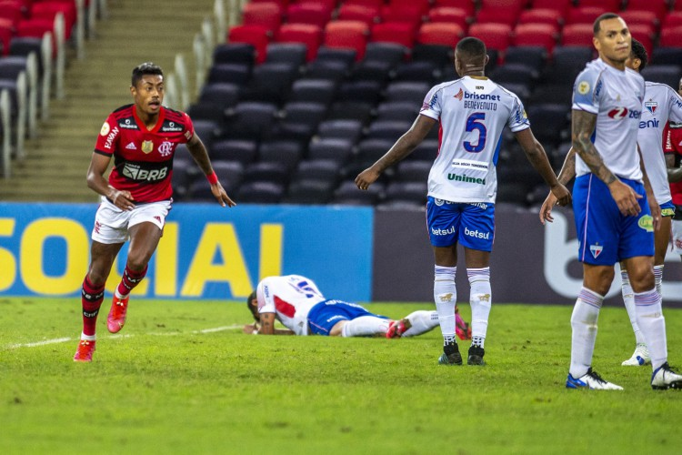 Atacante Bruno Henrique comemora gol no jogo Flamengo x Fortaleza, no Maracanã, pela Série A (Foto: Marcelo Cortes / Flamengo)