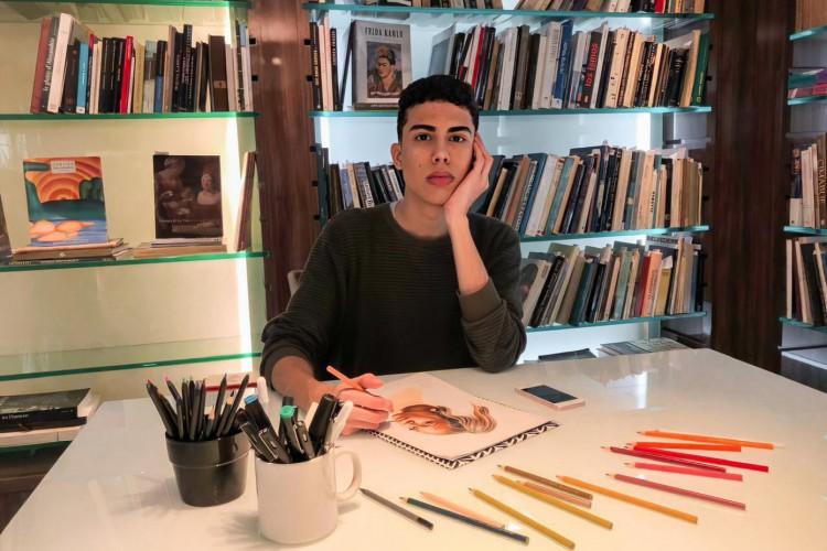 Jovem artista cearense, Luis Fernando, 22, rifa um trabalho autoral para bancar os custos dos estudos na Universidade do Porto. (Foto: Arquivo Pessoal)