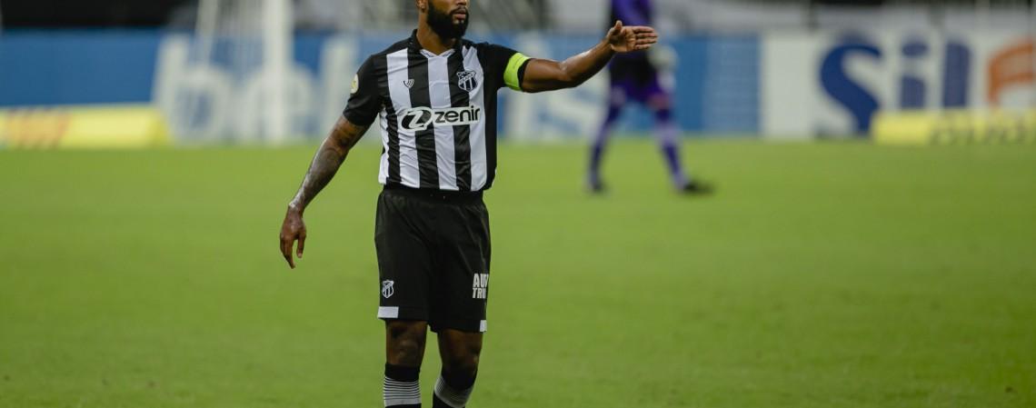 Zagueiro Messias será titular do Ceará no jogo de hoje diante do Sport, pelo Brasileirão Série A 2021; veja como assistir à transmissão ao vivo e a provável escalação (Foto: Aurelio Alves)
