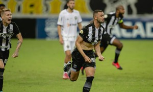 Lacerda revela surpresa no vestiário com narração de Tom Cavalcante e detalha jogada ensaiada de gol