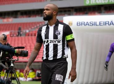 Zagueiro Messias no jogo Internacional x Ceará, no Beira-Rio, em Porto Alegre, pela Série A