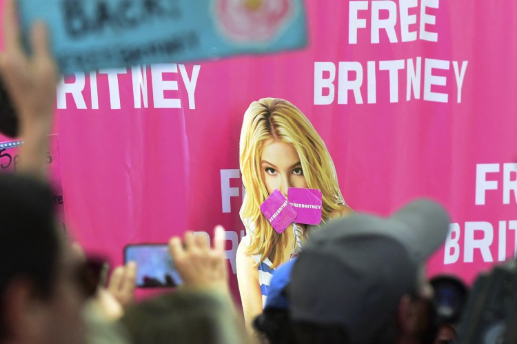 Fãs elaboraram cartazes em apoio à Britney Spears