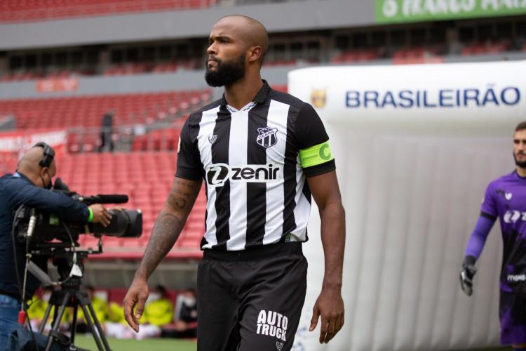 Zagueiro Messias no jogo Internacional x Ceará, no Beira-Rio, em Porto Alegre, pela Série A (Foto: Felipe Santos/Ceará SC)
