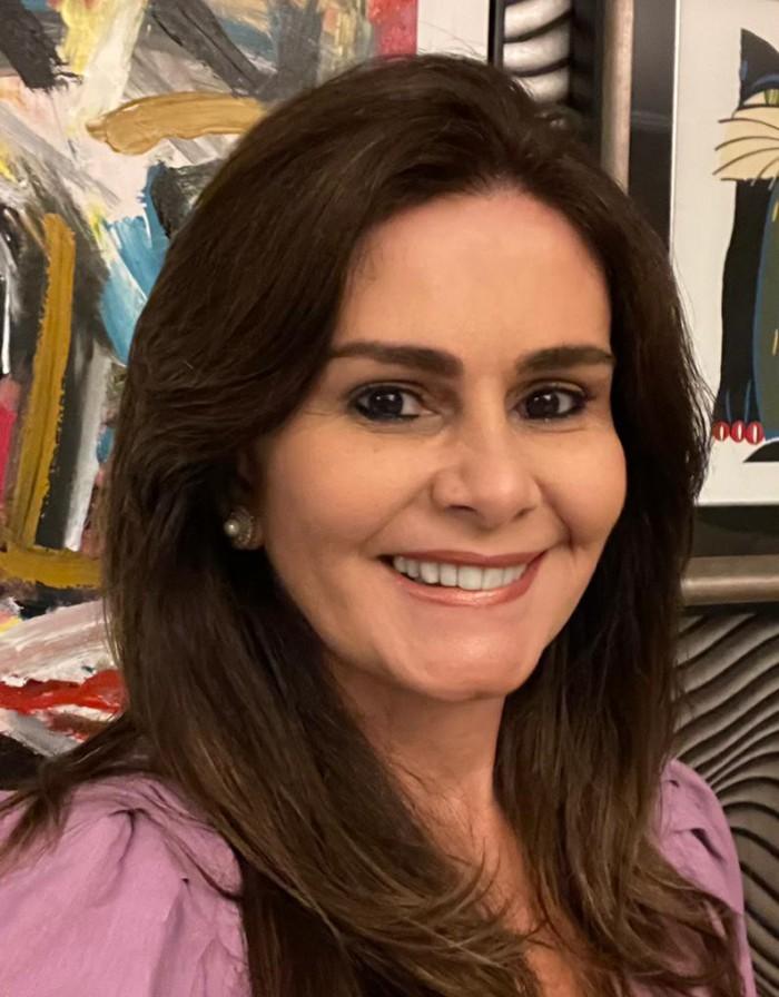 Ela trabalha com turismo, conhece o mundo e sabe  bem o potencial do Ceará (Foto: Arquivo Pessoal)