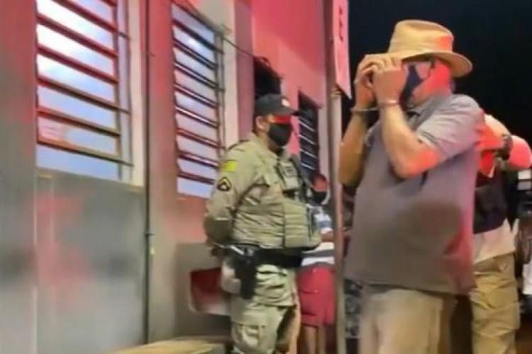 Foram presos em flagrante dois homens, um caseiro e um fazendeiro de 74 anos  (Foto: Reprodução/TV Globo)