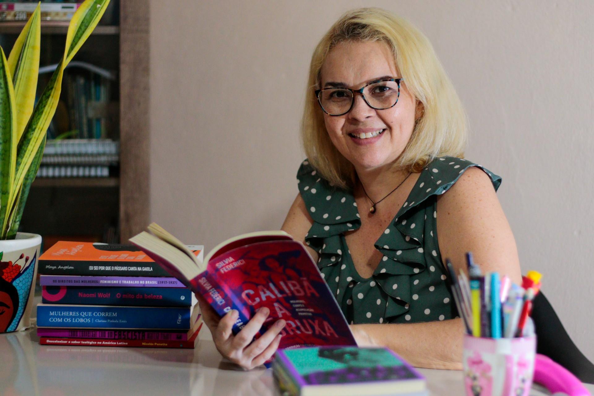 Andréa Lima é teóloga, feminista cristã e desde 2016 integra o Católicas pelo Direito de Decidir no Ceará (Foto: BARBARA MOIRA)