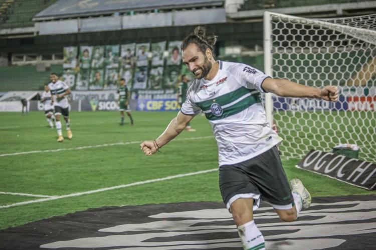 Coritiba bate Guarani e assume vice-liderança da Série B (Foto: )