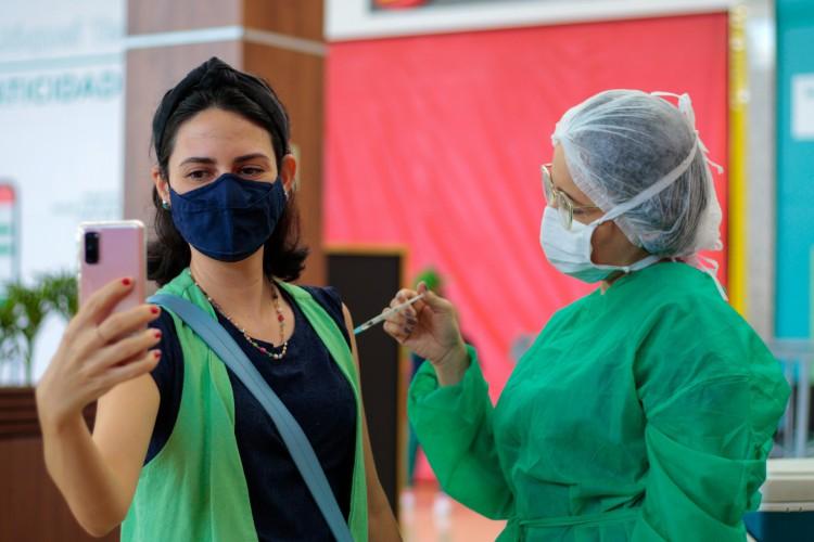 Fortaleza tem mais de 40% da população total vacinada com a primeira dose  (Foto: BARBARA MOIRA)