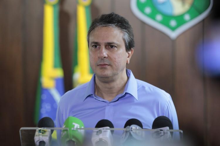 Ofício endereçado à presidente da Pfizer para negociação de vacinas diretamente com o Governo do Estado data de 23 de junho e foi assinado pelo governador Camilo Santana (PT) (Foto: FCO FONTENELE)