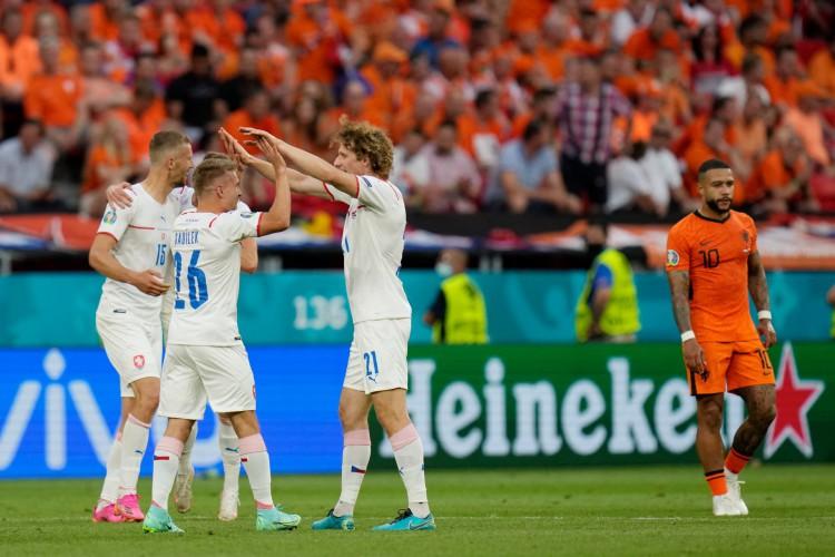 República Tcheca vence Holanda por 2 a 0 na Eurocopa.  (Foto: Darko Bandic / POOL / AFP)