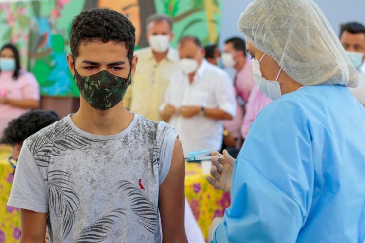 Sesa prevê cenário mais otimista, com 100% dos adultos vacinados até agosto, mas considera apenas os cadastrados (Foto: BARBARA MOIRA)