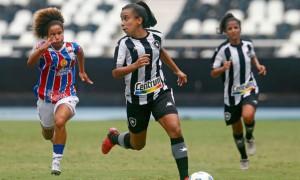 Investimento e paciência são itens fundamentais ao futebol feminino