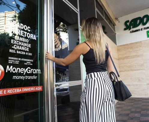 Brasileiros investem 44% a mais fora do País neste ano