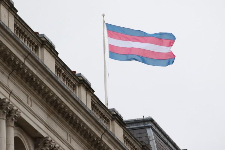 Brasil teve 175 assassinatos de pesoas trans em 2020, segundo levantamento feito pela Antra; conhecimento é ferramenta contra a transfobia (Foto: Reprodução/Escritório de Assuntos Estrangeiros do Reino Unido)