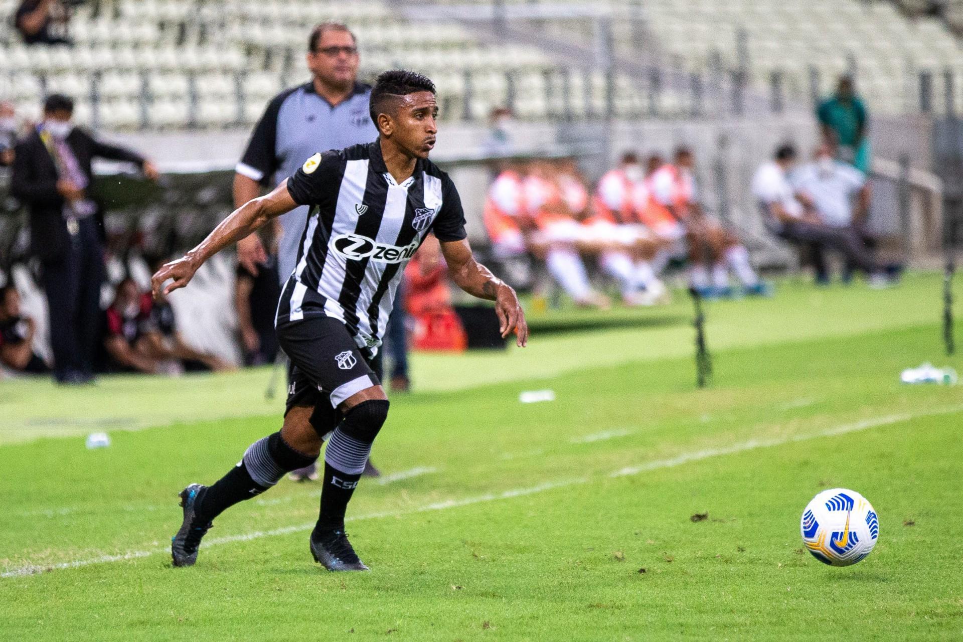 Lateral-direito Buiú deve ser a única novidade no time titular do Ceará (Foto: Felipe Santos/Ceará SC)