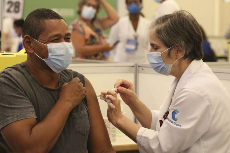 São Paulo - Vacinação contra covid-19 aos profissionais da saúde do Hospital das Clínicas, no Centro de Convenções Rebouças. (Foto: Rovena Rosa/Agência Brasil; /Agência Brasil)