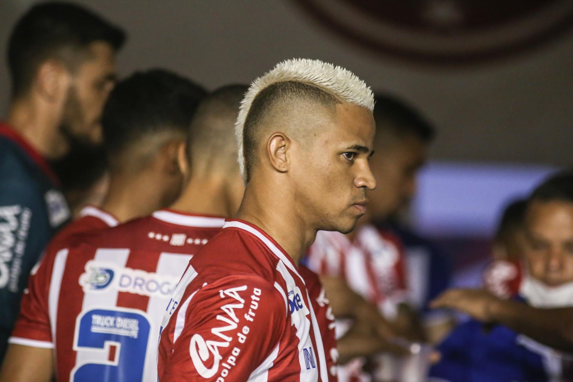 Atacante Erick no jogo Náutico x Remo, nos Aflitos, pelo Campeonato Brasileiro Série B (Foto: Tiago Caldas / CNC)