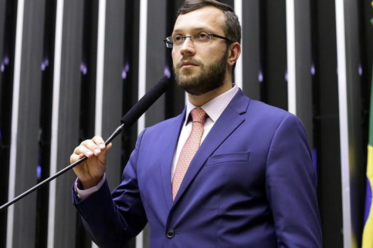 O deputado governista Filipe Barros (PSL-PR) é o relator do projeto e apresentou parecer favorável à PEC do voto impresso (Foto: Reprodução/Câmara dos Deputados )