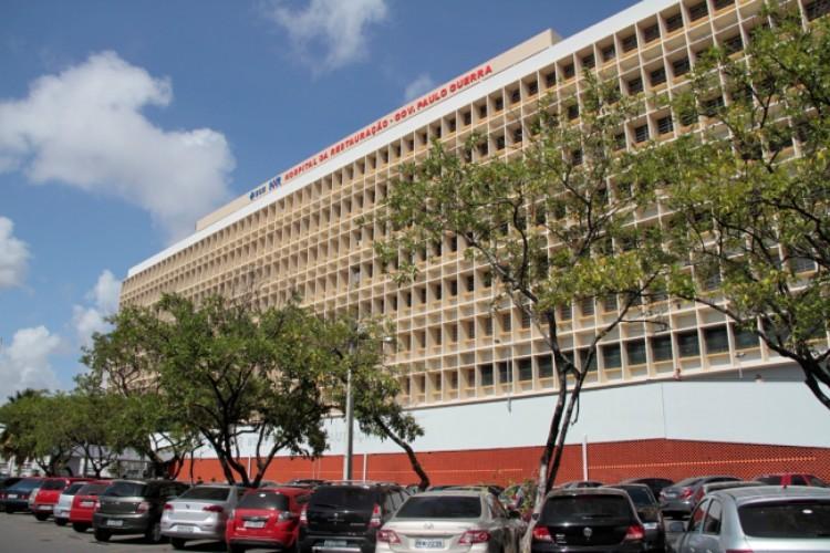 A travesti está internada no Hospital da Restauração (Foto: Reprodução/Secretária Estadual de Pernambuco)