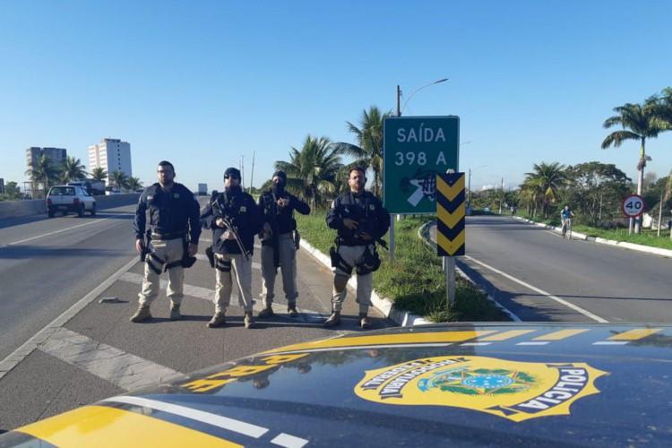 reintegração de posse de terreno da Petrobras e, Itaguaí. (Foto: Divulgação PRF)