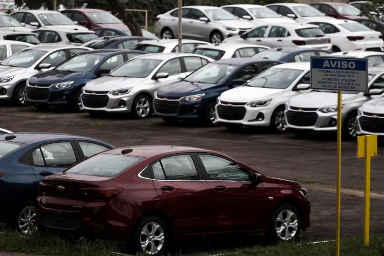 Carros novos em pátio de fábrica da General Motors em São José dos Campos (SP) .19/03/2020.REUTERS/Roosevelt Cassio (Foto: REUTERS/Roosevelt Cassio)