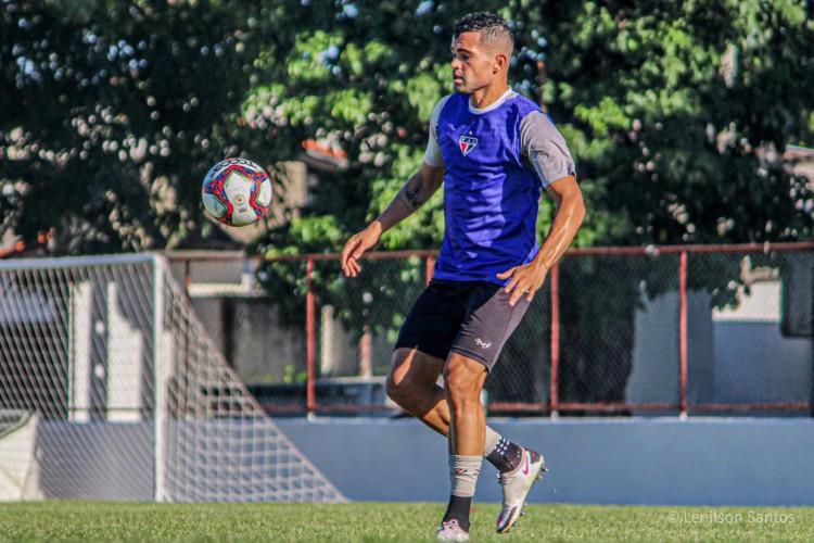 Richardson, zagueiro do Ferroviário, enfrentará o Floresta pela nona rodada da Série C 2021 (Foto: Lenilson Santos/Ferroviário AC)