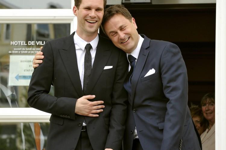 Em 2015, o premiê de Luxemburgo, Xavier Bettel, assumiu sua homossexualidade e casou-se com o belga Gauthier Destenay.   (Foto: Reprodução/Twitter)