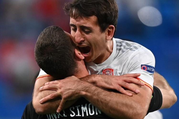 Espanha se classificou para as semifinais da Eurocopa diante do Suíça nos pênaltis.  (Foto: Kirill Kudryavtsev / AFP)