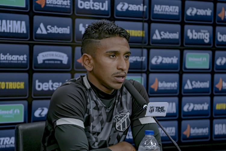 Buiú, lateral-direito do Ceará, falou sobre a sequência sem derrotas do clube (Foto: Wilton Roots/Ceará SC)