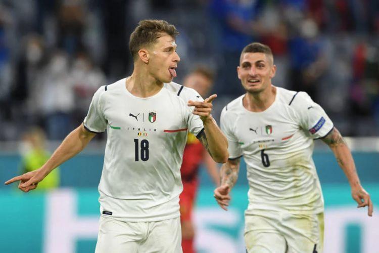 Barella comemora gol marcado na vitória da Itália por 2 a 1 (Foto: Christof Stache/AFP)