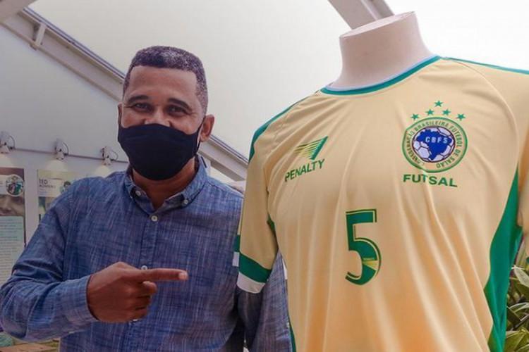 Manoel Tobias recebeu homenagem na Arena Pernambuco (Foto: Kleyvson Santos)