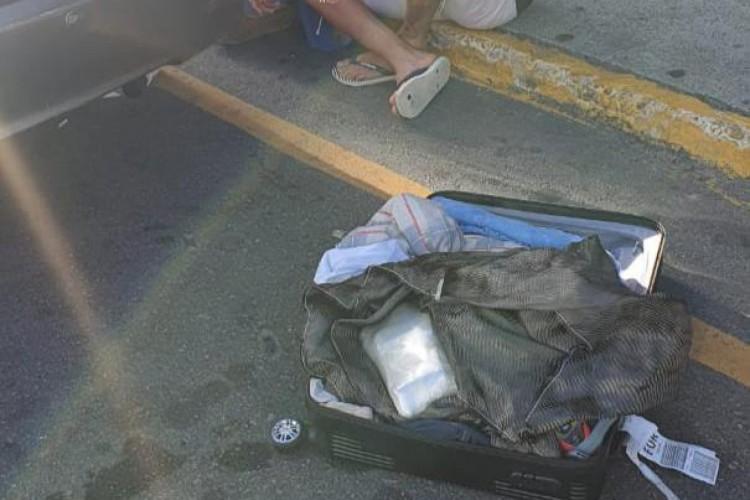 Um total de 1,6 quilo de cocaína foi encontrado dentro de mala de passageiro vindo de Manaus, no Aeroporto de Fortaleza (Foto: Foto: Polícia Federal)