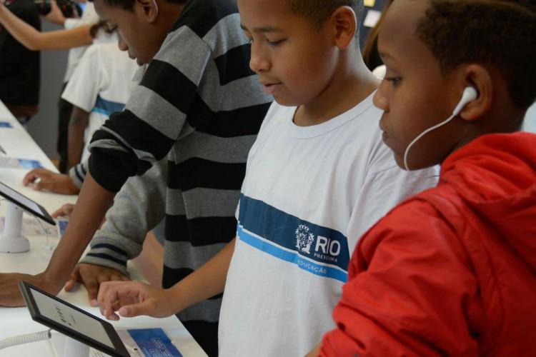 Estudantes participam do Ler - Salão Carioca do Livro, na Biblioteca Parque, no centro do Rio. (Foto: Tomaz Silva/Agência Brasil)