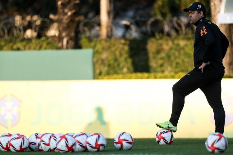 Técnico André Jardine em treino da seleção brasileira olímpica no CT do Palmeiras, em São Paulo (Foto: Marco Galvão/CBF)