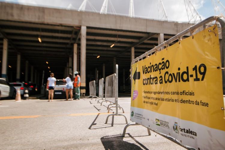 FORTALEZA, CE, BRASIL, 03-07-2021: Final de semana de vacinação na Arena Castelão.  (Foto: Fernanda Barros/ Especial para O Povo) (Foto: Fernanda Barros)