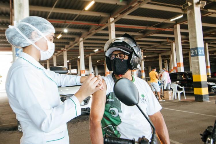 Vacinação contra a Covid-19 na Arena Castelão, em Fortaleza (Foto: Fernanda Barros)
