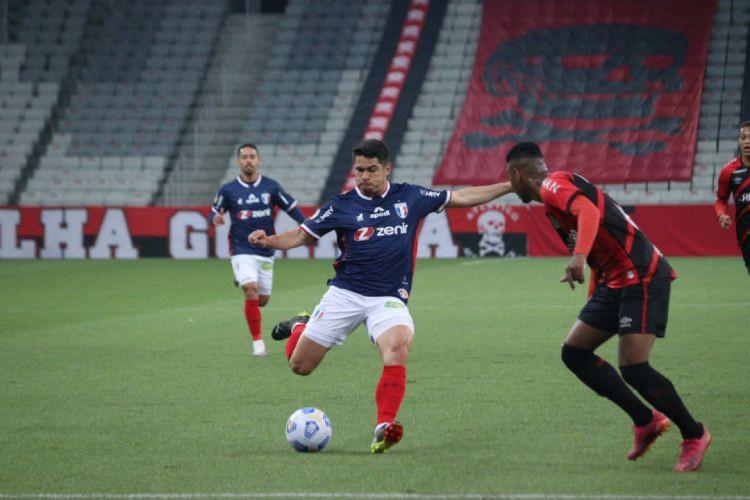 Osvaldo foi titular contra o Athletico-PR (Foto: Leonardo Moreira/ FortalezaEC)