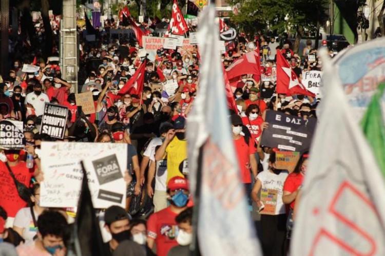 Manifestação contra o presidente Jair Bolsonaro ocorre neste sábado, 3 de julho, na Praça Portugal, no bairro Aldeota, em Fortaleza (Foto: Thais Mesquita / O POVO)