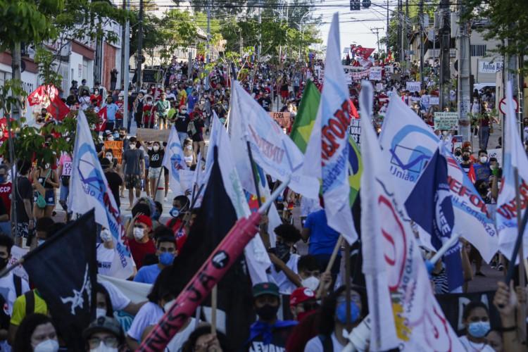 FORTALEZA, CE, BRASIL, 03.07.2021: Protesto Fora Bolsonaro. Milhares de manifestantes de encontraram na Praça Portugal e andaram em passeata ate a praia de Iracema. (Thais Mesquita/OPOVO) (Foto: Thais Mesquita)