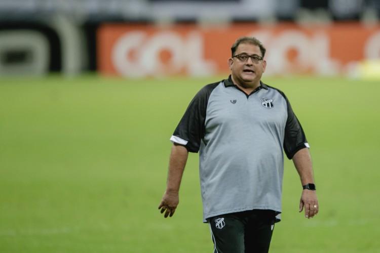 Técnico Guto Ferreira comanda o Ceará diante do Cuiabá, na Arena Pantanal (Foto: Aurelio Alves)