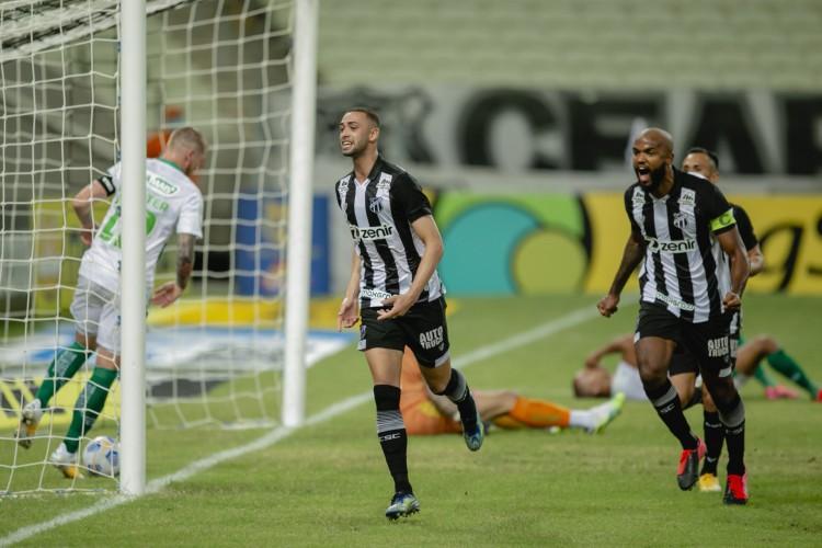 Zagueiro Gabriel Lacerda, 21, vem se destacando na marcação e tem dois gols na Série A (Foto: Aurelio Alves)