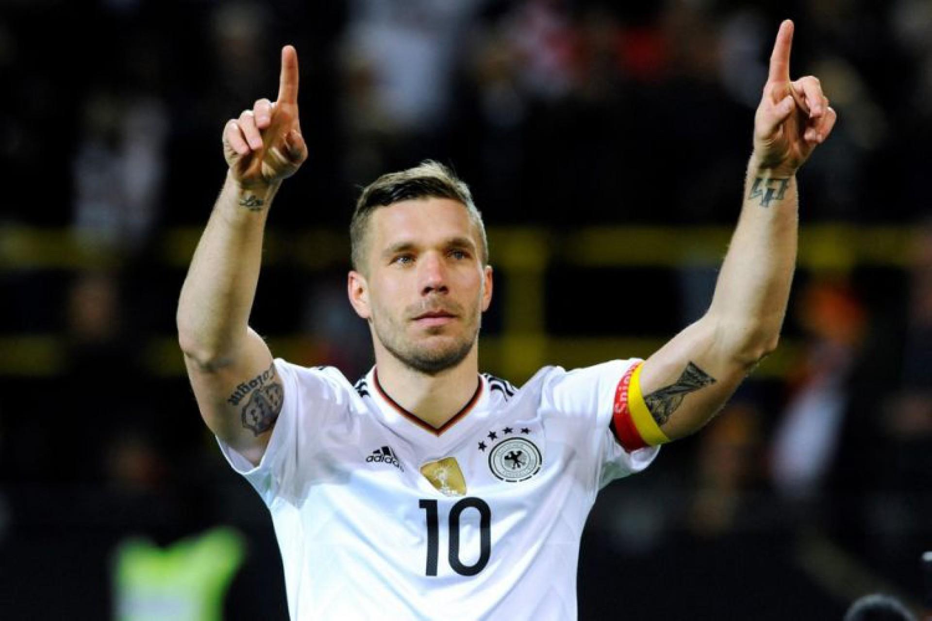 Especulado no Fortaleza, o atacante alemão Lukas Podolski sugere acerto com o clube polonês Górnik Zabrze (Foto: AFP)