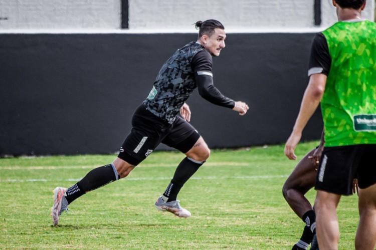 Vina, meia-atacante do Ceará, em treinamento de preparação para o jogo contra o Fluminense, pelo Brasileirão (Foto: Felipe Santos/Ceará SC)