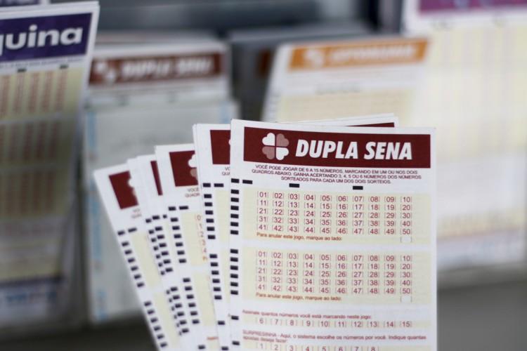 O resultado do Dupla Sena, Concurso 2244 foi divulgado na noite de hoje, terça, 6 de julho (06/07). O prêmio está estimado em R$ 10 milhões (Foto: Deísa Garcêz em 27.12.2019)