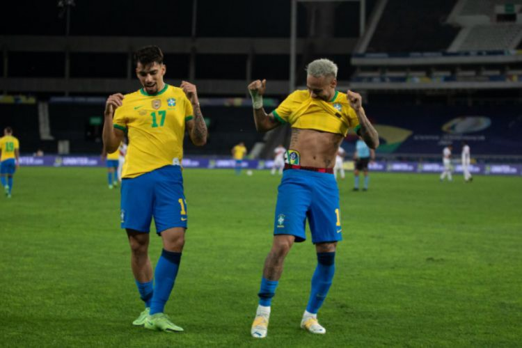 Paquetá comemora gol com Neymar (Foto: LUCAS FIGUEIREDO/CBF)