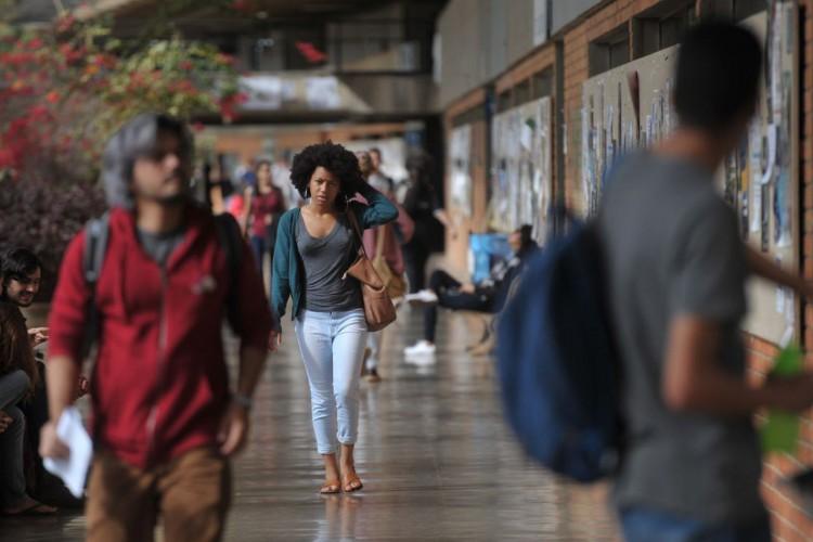 UnB foi a primeira universidade federal a adotar sistema de cotas raciais...UnB reserva vagas para negros desde o vestibular de 2004...Percentual de negros com diploma cresceu quase quatro vezes desde 2000, segundo IBGE (Foto: Marcello Casal Jr/Agência Brasil)