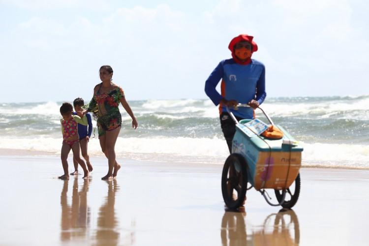 Praias são permitidas no Ceará, com cuidados necessários (Foto: FABIO LIMA)