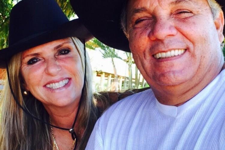 Ex-deputado federal Alberto Fraga (DEM-DF) ao lado da esposa Mirta Fraga, vítima da Covid-19 (Foto: Reprodução)